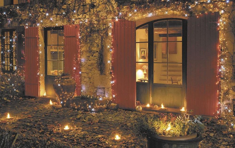 Décoration de Noël : comment décorer son jardin avec des guirlandes ?
